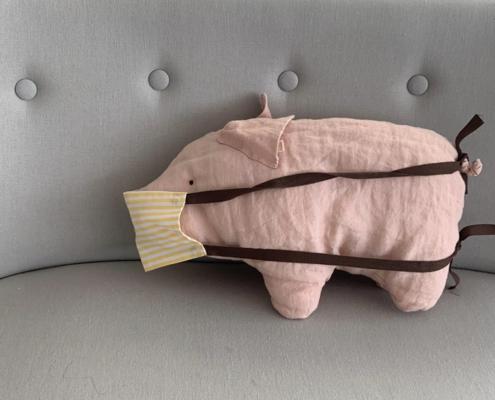 Stoffschwein mit Corona Schutzmaske